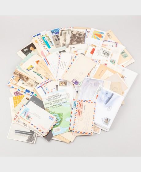 Erä postimerkkejä ja kortteja
