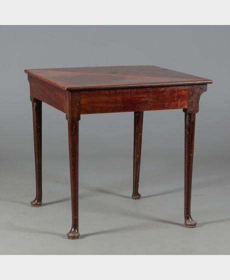 Kulma/pelipöytä