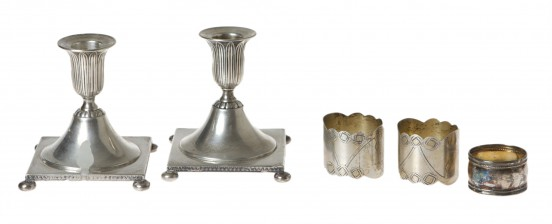 Kynttilänjalkapari ja lautasliinarenkaita, 3 kpl