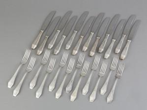Haarukoita ja veitsiä, 12+12 kpl