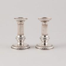 Kynttilänjalkapari, hopeaa.