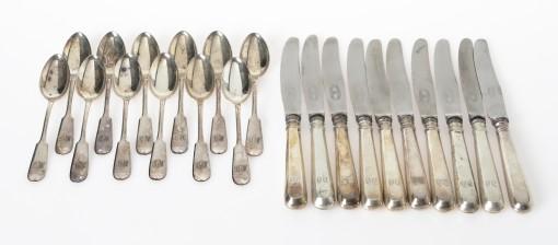 Teelusikoita ja veitsiä, 12+12