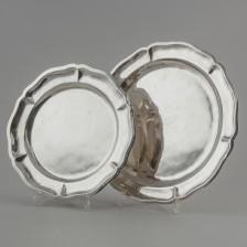 Kaksi hopealautasta