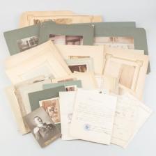 Valokuvia, dokumentteja ja karttoja