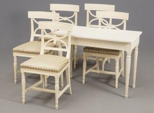 Tuoleja, 5 kpl ja Pöytä