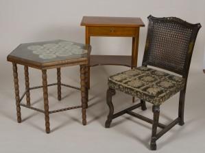 Pöytiä, 2 kpl ja tuoli