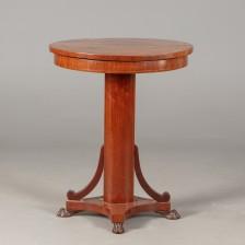 Pilaripöytä