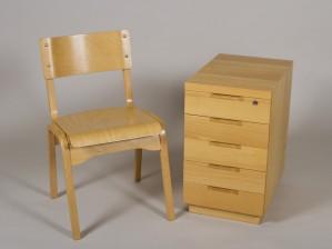 Laatikosto ja tuoli