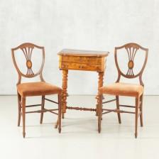 Ompelupöytä ja tuolipari