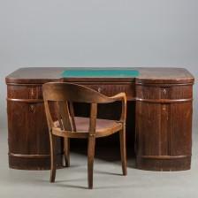 Kirjoituspöytä ja nojatuoli