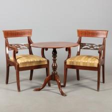 Tuolipari ja pöytä