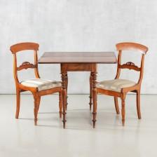 Pelipöytä ja tuoleja, 2 kpl