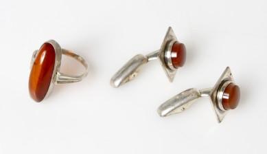 Kalvosinnappipari ja sormus