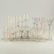 Erä laseja, noin 25 kpl