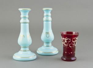 Kynttilänjalkapari ja lasi