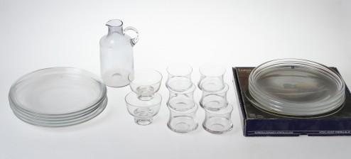 Lautasia 3+5, laseja 2+6 ja karahvi