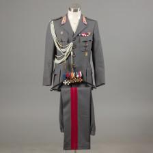 Sotilasunivormu ja kunniamerkit