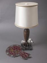 Lampunjalka ja lasireliefi