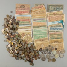 Erä suomalaisia kolikoita ja seteleitä