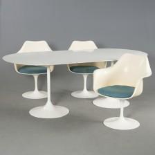 Eero Saarinen (1910-1961) ja pöytä