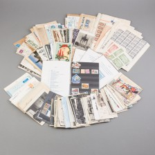 Erä kortteja, kuoria ja postimerkkejä