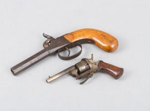 Nallilukkopistooli ja revolveri