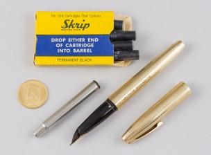 Kultamitali ja kynä