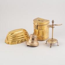 Vuoka, kello, rasia ja kynttiläsakset (TA)