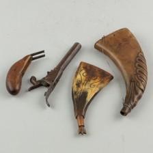 Ruutisarveja, 2 kpl, ja rikkinäinen pistooli