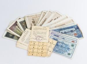 Kuponkeja, 4 kpl ja erä seteleitä