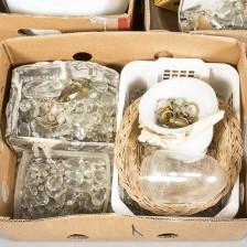 Kristalleja ja varaosia, 3 laatikkoa