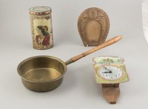 Hillopannu, kello, kehys ja purkki