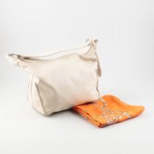 Käsilaukku (Furla) ja silkkihuivi