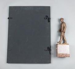 Mannerheim-veistos ja grafiikkasalkkuja, 2 kpl