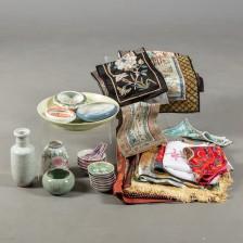 Erä posliinia ja tekstiiliä
