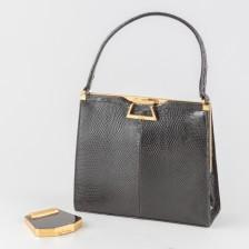 Käsilaukku ja puuterirasia, 1960-luku