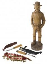 Figuriini, puukkoja, 2 kpl ja vyö