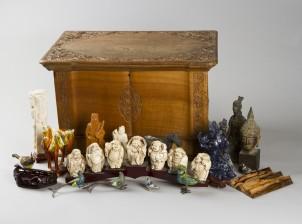 Arkku, figuriineja, ym
