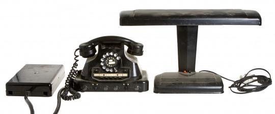 Valaisin ja puhelin