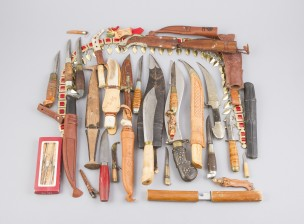Erä puukkoja ja veitsiä