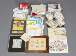 Erä postimerkkejä ja Dali-laatta