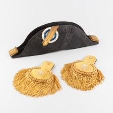 Hattu ja epoletteja