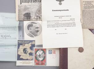 Saksalaisen SS-sotilaan valokuva-albumi ja sekalainen erä lehtileikkeleitä ym.