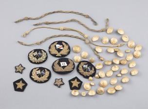 Erä kauppalaivaston univormutarvikkeita (Kapt. Harry Fransman)