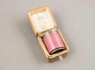 Fabergé snapsilasi koteloineen (Kenraaliluutnantti Dmitri Sederholm)