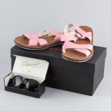 Sandaalit ja aurinkolasit