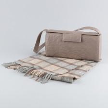 Käsilaukku ja huivi