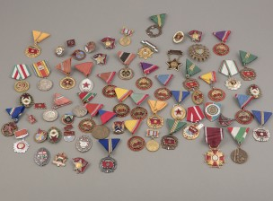 Unkarilaisia, romanialaisia ja puolalaisia kunniamerkkejä, erä